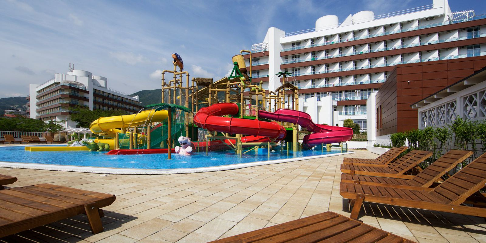 Водный комплекс Aquaplay - Отель «ALEAN FAMILY RESORT & SPA BIARRITZ 4* / Биарриц» (бывш. «Сосновая роща»)